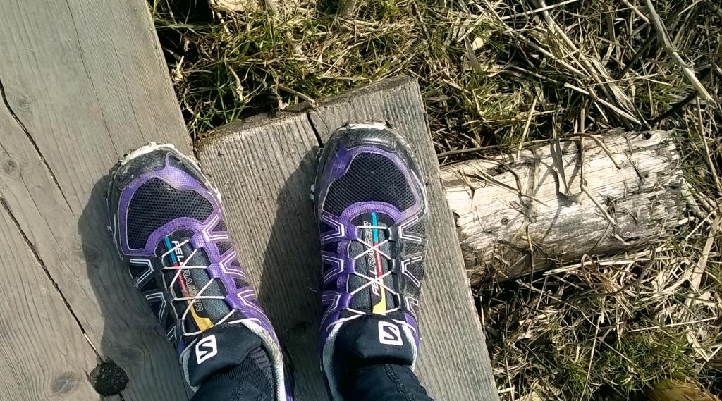 Nämä tossut lähtevät torstaina kanssani pitkälle kierrokselle Pirttimäen poluille. Hyvinhän nuo ovat palvelleet, vaikka jalat ovatkin erilaisessa kulutuksessa vaihtelevassa maastossa.