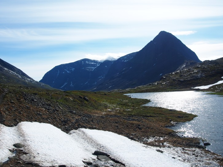 Vaeltaminen Ruotsissa tarjosi uusia kiehtovia kokemuksia lumen ja veden peittämillä taipaleilla.