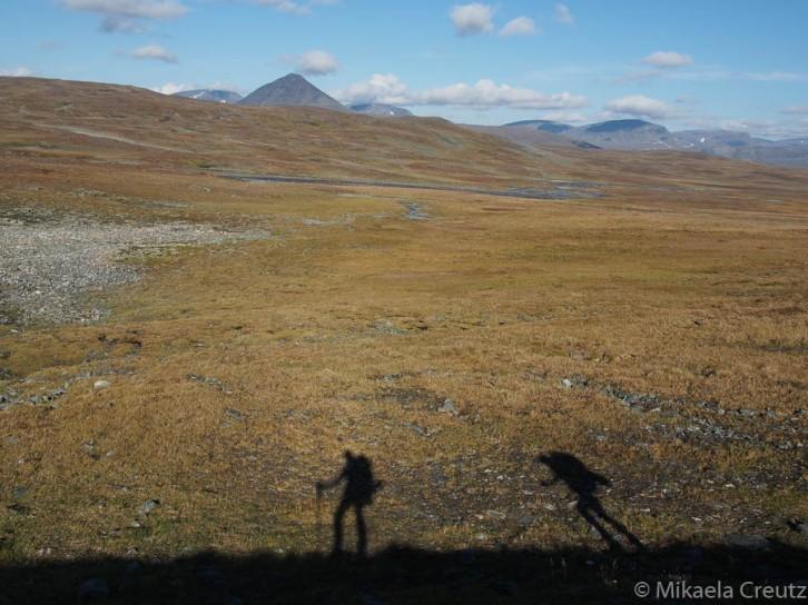Kaksi vaeltajaa, paljakka ja vuoret