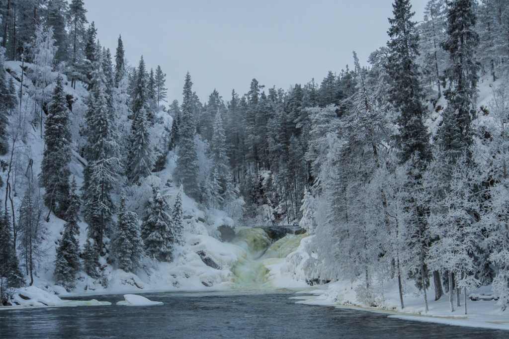 Lähes jäätynyt Jyrävä.