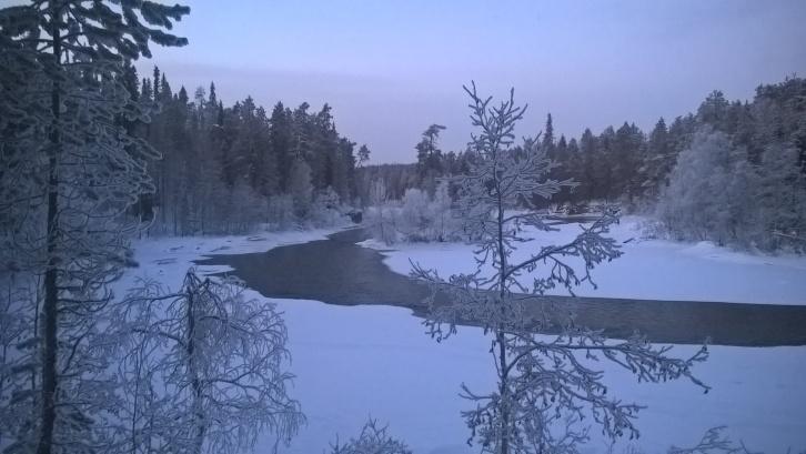 Oulankajoki. Kuva otettu 2. päivänä. Ansakämpälle suunnatessa ei paljon valoa riittänyt valokuvaamiseen.