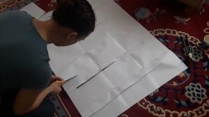 Kaavat voi tulostaa esim. A4-paperille. Ensin karkit teipataan yhteen ja kaavat leikataan sen jälkeen sopiviksi.