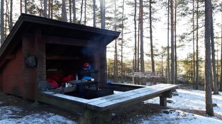 Saari keskellä suota – talvinen laavuseikkailu Teijon kansallispuistossa
