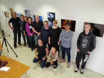 Valokuvauslinjan vuoden 18-19 ryhmä.